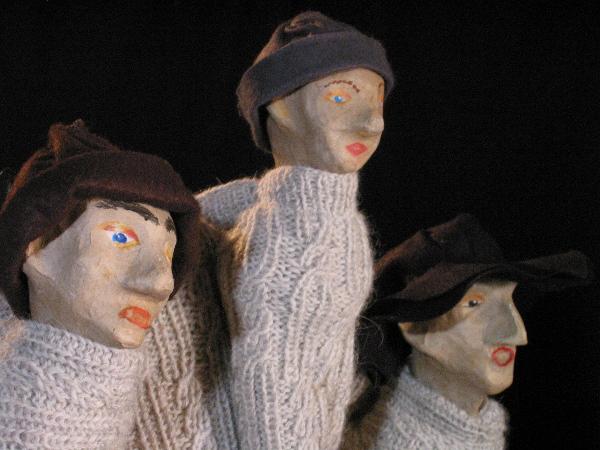 Die drei Hirten beobachten das Geschehen im Theaterstück zu Weihnachten