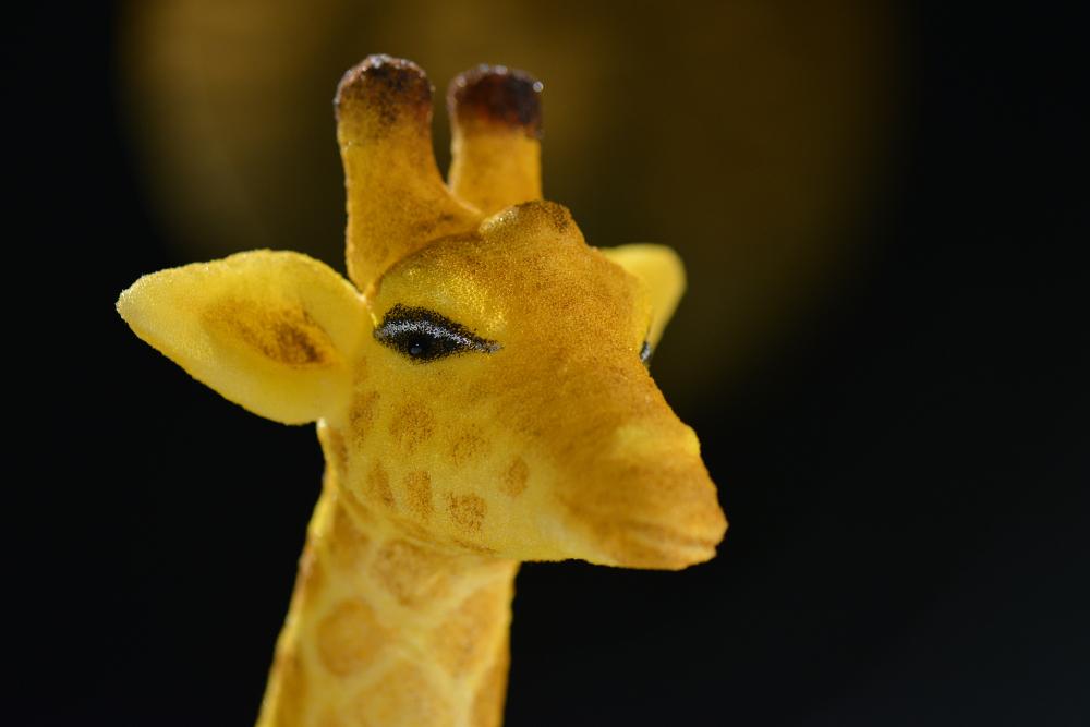 Das CHORA Theater fertigt die Figuren selbst: Girafffe aus Figurentheater